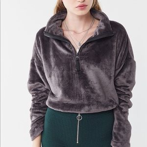 EUC Angela soft fleece pullover Urban Outfitters M